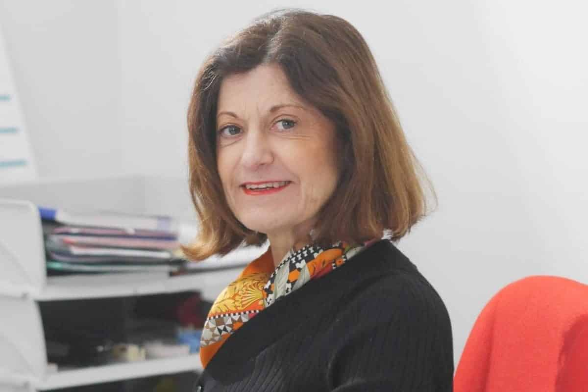 Hélène: Assistante qualité CE et approvisionnement